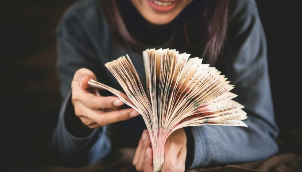 Does Your Income Affect Your Credit?