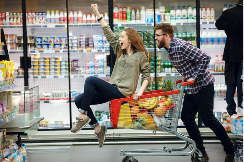 happy-couple-shopping